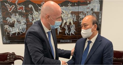 Chủ tịch nước Nguyễn Xuân Phúc gặp mặt Chủ tịch FIFA