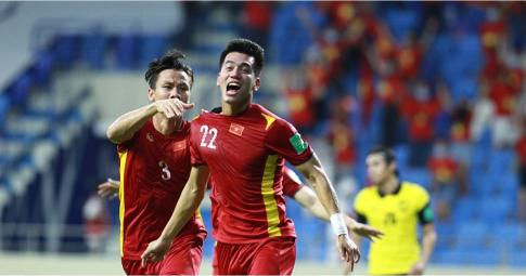 """Tiến Linh đánh bại cầu thủ Trung Quốc trong cuộc thi """"bàn phím"""""""