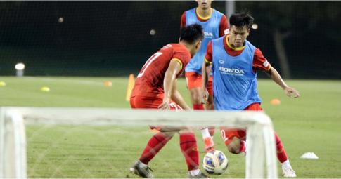 Sướng như U23 Việt Nam: Tập luyện cùng chỗ với Man United