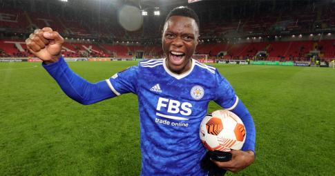 """""""Truyền nhân Erling Haaland"""" ghi 4 bàn giúp Leicester City thắng ngược ở Europa League"""