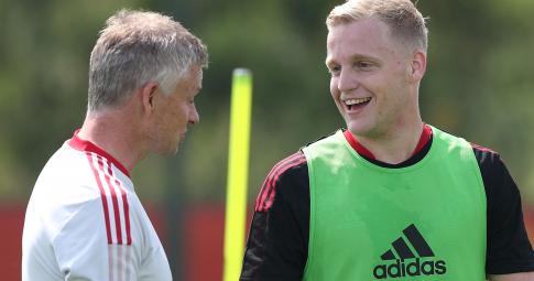 Fred vắng mặt, Solskjaer có trao cờ cho Van de Beek ở trận Newcastle?