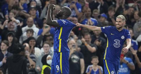 """""""Cứu rỗi"""" Chelsea, Lukaku <b>sánh ngang Ro 'béo'</b> tại Champions League"""