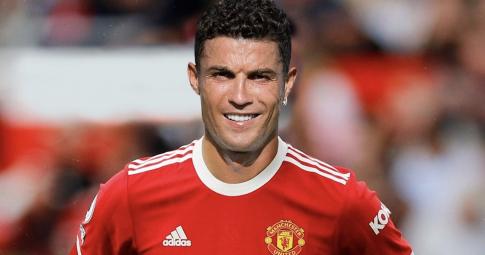 Hé lộ <b>mức lương thật của Ronaldo tại MU</b>: Khác xa tin đồn