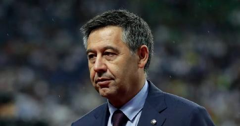 Bartomeu <b>phản pháo lời chỉ trích</b> của Chủ tịch Barca