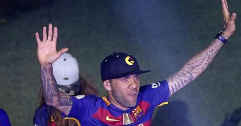 NÓNG: Alves muốn <b>trở lại Barca</b> ở tuổi tứ tuần