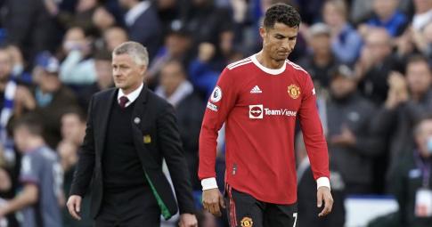 MU <b>tụt dốc không phanh</b>: Ronaldo cũng phải <b>chịu trách nhiệm</b> cùng Solskjaer!