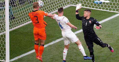Highlights Hà Lan - CH Séc: Kịch bản khó tin sau tấm thẻ đỏ ngớ ngẩn   EURO 2021